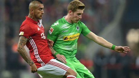 Bayern nhe nhang thang Gladbach, Dortmund chat vat hoa doi chieu duoi 3-3 - Anh 1