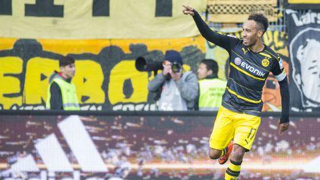Bayern nhe nhang thang Gladbach, Dortmund chat vat hoa doi chieu duoi 3-3 - Anh 4