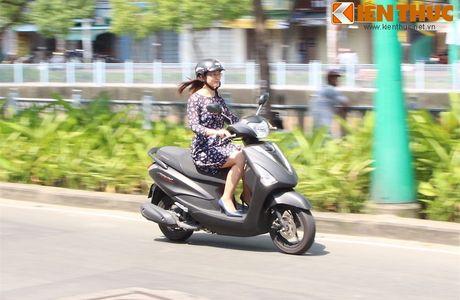 Yamaha Acruzo 'het cua' canh tranh Honda Lead tai VN - Anh 13