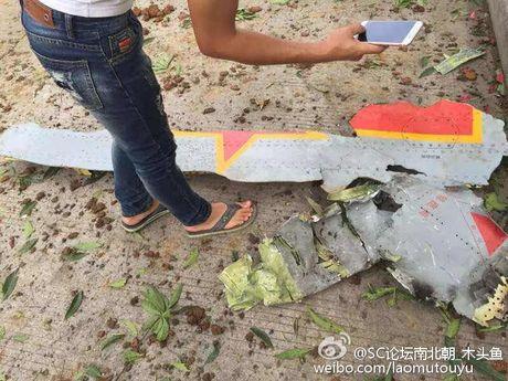 Hien truong may bay nem bom lao xuong dat o Trung Quoc - Anh 6