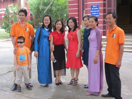 Truong THPT chuyen Quoc Hoc Hue don nhan Huan chuong Doc lap Hang nhat - Anh 11