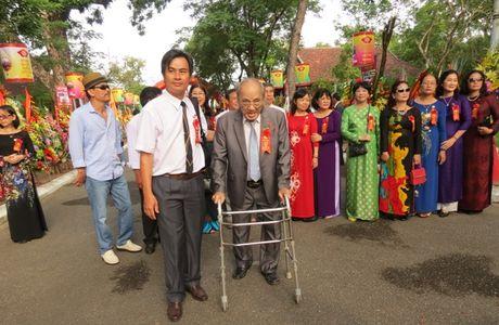 Truong THPT chuyen Quoc Hoc Hue don nhan Huan chuong Doc lap Hang nhat - Anh 12