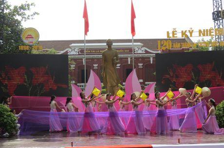 Truong THPT chuyen Quoc Hoc Hue don nhan Huan chuong Doc lap Hang nhat - Anh 3