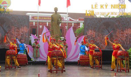 Truong THPT chuyen Quoc Hoc Hue don nhan Huan chuong Doc lap Hang nhat - Anh 4
