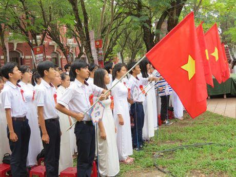 Truong THPT chuyen Quoc Hoc Hue don nhan Huan chuong Doc lap Hang nhat - Anh 7