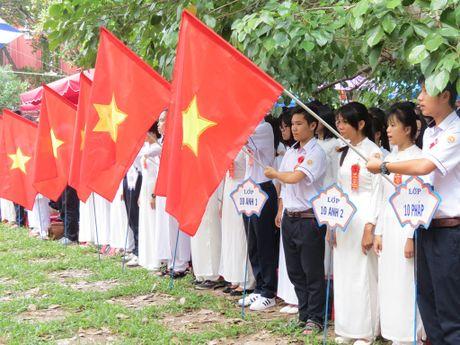 Truong THPT chuyen Quoc Hoc Hue don nhan Huan chuong Doc lap Hang nhat - Anh 9