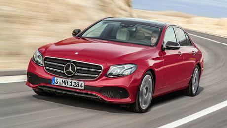 So sanh thiet ke va noi that Mercedes-Benz E-Class va BMW 5-Series 2017 - Anh 10