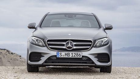 So sanh thiet ke va noi that Mercedes-Benz E-Class va BMW 5-Series 2017 - Anh 14