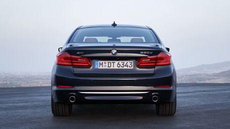 So sanh thiet ke va noi that Mercedes-Benz E-Class va BMW 5-Series 2017 - Anh 15