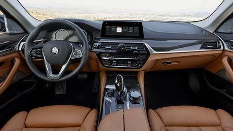 So sanh thiet ke va noi that Mercedes-Benz E-Class va BMW 5-Series 2017 - Anh 17