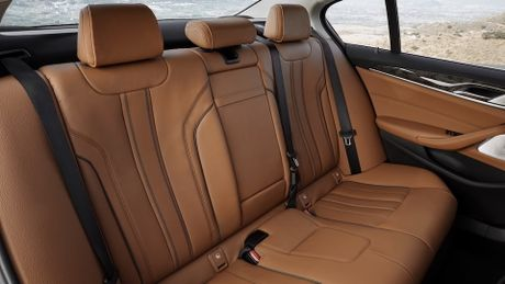 So sanh thiet ke va noi that Mercedes-Benz E-Class va BMW 5-Series 2017 - Anh 19
