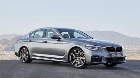 So sanh thiet ke va noi that Mercedes-Benz E-Class va BMW 5-Series 2017 - Anh 1