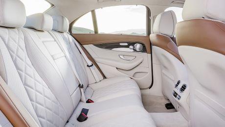 So sanh thiet ke va noi that Mercedes-Benz E-Class va BMW 5-Series 2017 - Anh 20