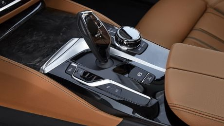 So sanh thiet ke va noi that Mercedes-Benz E-Class va BMW 5-Series 2017 - Anh 21