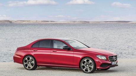 So sanh thiet ke va noi that Mercedes-Benz E-Class va BMW 5-Series 2017 - Anh 2