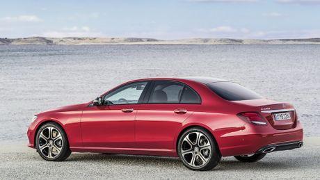 So sanh thiet ke va noi that Mercedes-Benz E-Class va BMW 5-Series 2017 - Anh 6