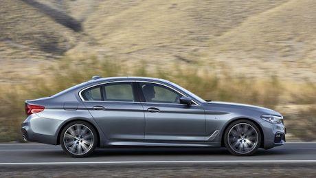So sanh thiet ke va noi that Mercedes-Benz E-Class va BMW 5-Series 2017 - Anh 7