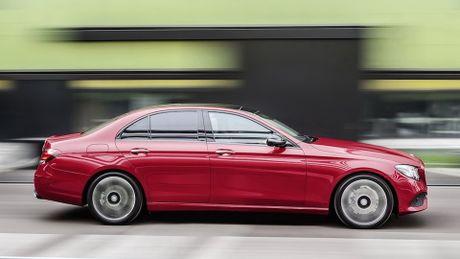 So sanh thiet ke va noi that Mercedes-Benz E-Class va BMW 5-Series 2017 - Anh 8