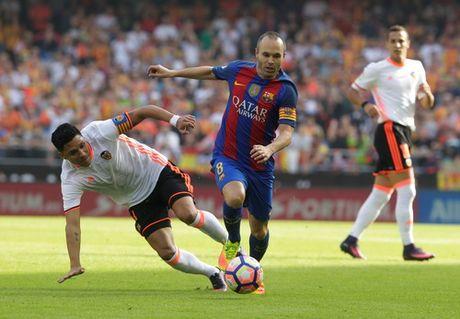 """Messi ghi ban phut bu gio, Barcelona thoat hiem o """"hang doi"""" - Anh 1"""