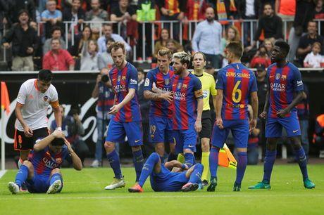 """Messi ghi ban phut bu gio, Barcelona thoat hiem o """"hang doi"""" - Anh 8"""