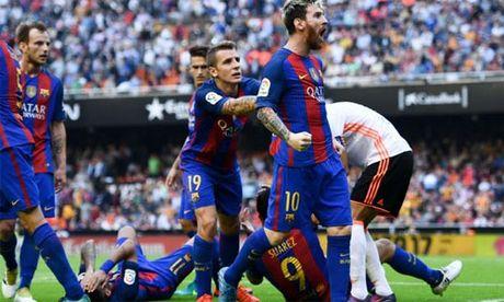 Tra dua cho dong doi, Messi vang tuc voi CDV doi phuong - Anh 1