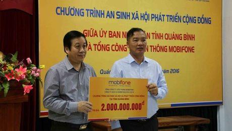 MobiFone ung ho 3,4 ti dong cho tinh Quang Binh, Ha Tinh - Anh 1