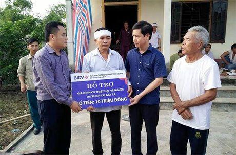 Ngan hang BIDV Quang Binh ho tro gan 1 ty dong cho nguoi dan vung lu - Anh 2