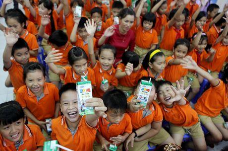 Vinamilk trao sua cho hon 17.000 tre em tai Da Nang - Anh 1