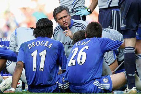 Mourinho gap lai Chelsea: Hinh bong cua nguoi cha - Anh 2