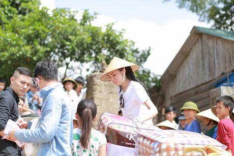 Nhung hinh anh gian di cua hoa hau Ky Duyen di tu thien tai Quang Binh - Anh 3