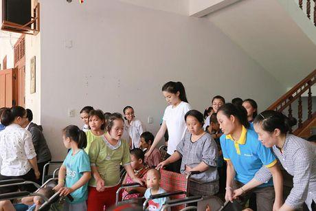 Nhung hinh anh gian di cua hoa hau Ky Duyen di tu thien tai Quang Binh - Anh 4