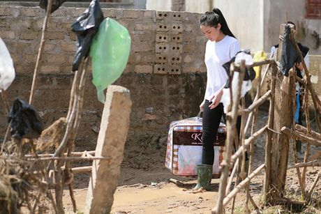Nhung hinh anh gian di cua hoa hau Ky Duyen di tu thien tai Quang Binh - Anh 5