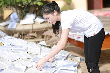 Nhung hinh anh gian di cua hoa hau Ky Duyen di tu thien tai Quang Binh - Anh 6