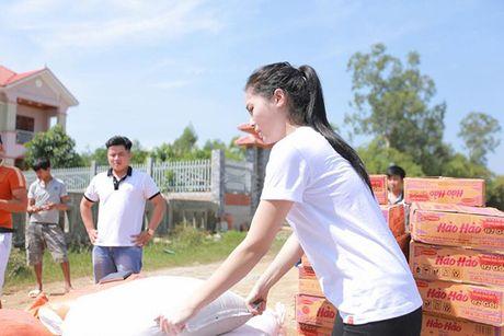 Nhung hinh anh gian di cua hoa hau Ky Duyen di tu thien tai Quang Binh - Anh 7