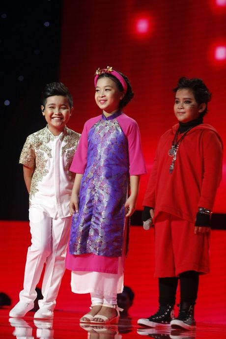 The Voice Kids: Bat ngo 'cau be dan ca' hat rock ben canh Phuong Thanh - Anh 10