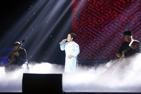 The Voice Kids: Bat ngo 'cau be dan ca' hat rock ben canh Phuong Thanh - Anh 3