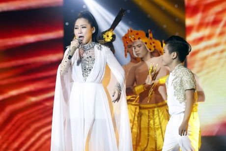 The Voice Kids: Bat ngo 'cau be dan ca' hat rock ben canh Phuong Thanh - Anh 5