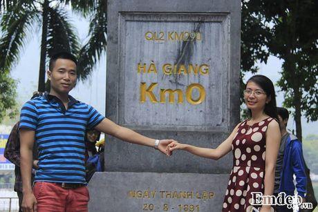 Chang 'phi cong' cau hon bang nhan kim cuong tren deo Ma Pi Leng - Anh 1