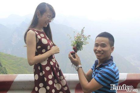 Chang 'phi cong' cau hon bang nhan kim cuong tren deo Ma Pi Leng - Anh 8