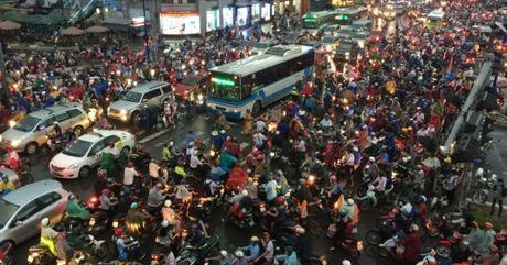 Ban tin Sai Gon Plus: TP HCM bi anh huong nang ne sau mua lon - Anh 1