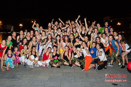 Soi dong dem Party Zumba tai thanh pho Vinh - Anh 13