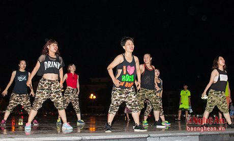 Soi dong dem Party Zumba tai thanh pho Vinh - Anh 4