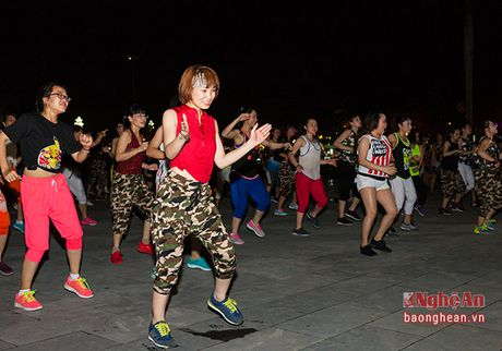 Soi dong dem Party Zumba tai thanh pho Vinh - Anh 5