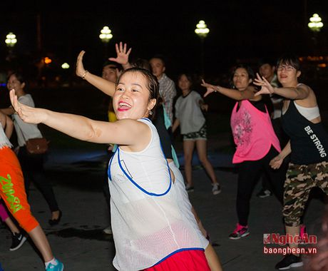 Soi dong dem Party Zumba tai thanh pho Vinh - Anh 6
