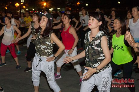 Soi dong dem Party Zumba tai thanh pho Vinh - Anh 8