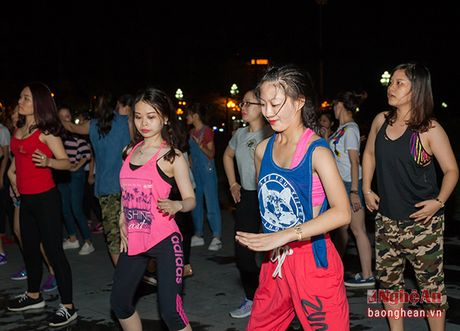 Soi dong dem Party Zumba tai thanh pho Vinh - Anh 9