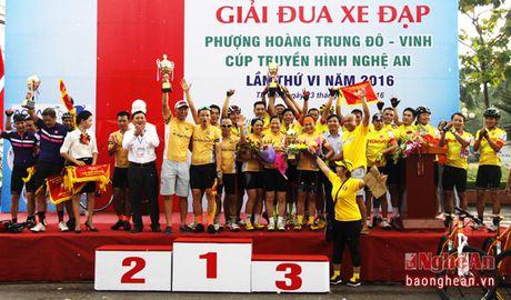 Hon 300 VDV tham du Giai dua xe dap Phuong Hoang Trung Do - Vinh - Anh 5
