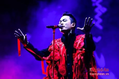 Tung Duong noi loan tren san khau Monsoon Music Festival - Anh 3