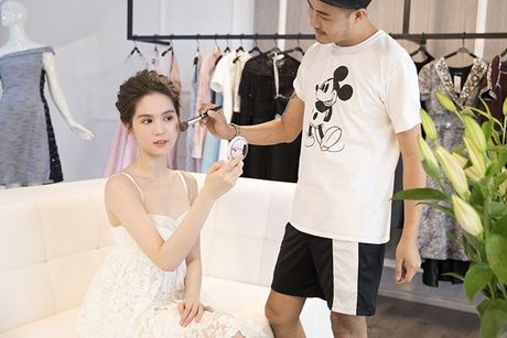 Khong con ho tao bao, Ngoc Trinh he lo trang phuc tren tham do Hoa hau Quoc gia Han Quoc 2016 - Anh 1