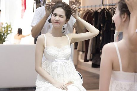 Khong con ho tao bao, Ngoc Trinh he lo trang phuc tren tham do Hoa hau Quoc gia Han Quoc 2016 - Anh 2